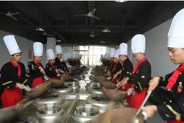 江汉艺术职业学院成立潜江龙虾学院