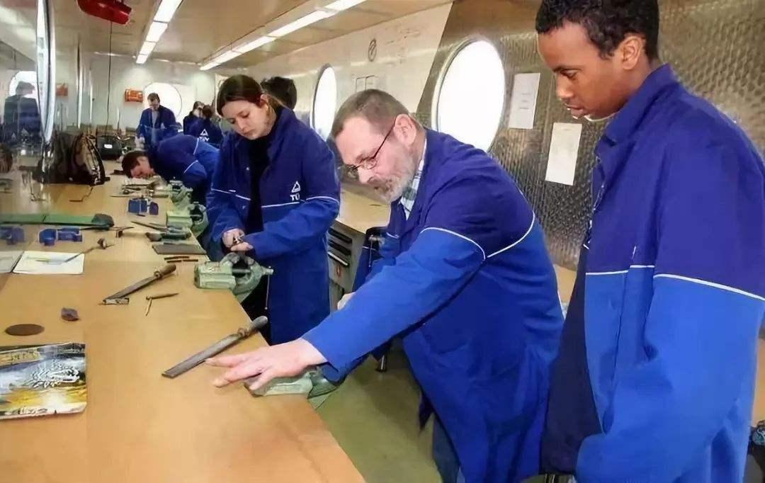 德国双元制职业教育的优势